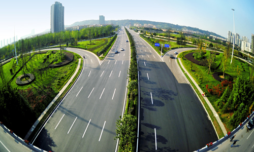 Road in Liangjiang New Area