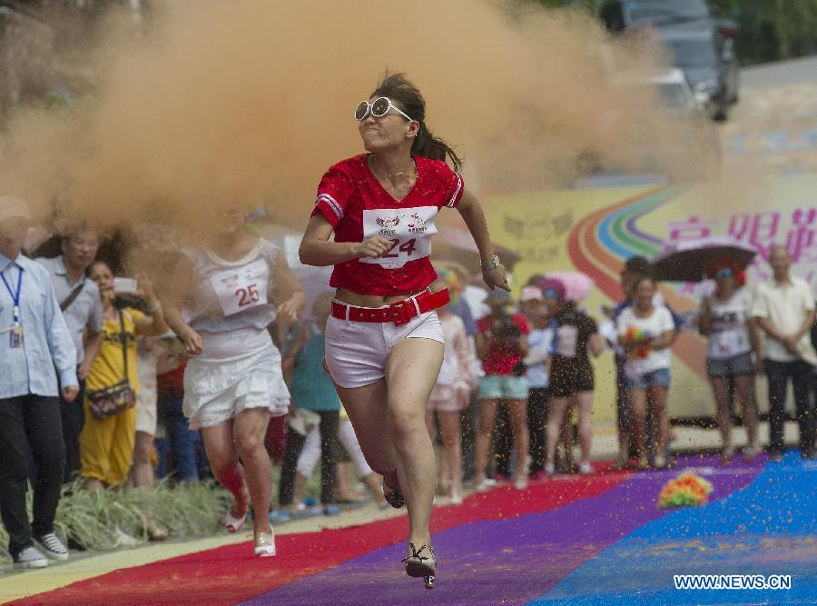 High-heeled sprint event held in Chongqing, southwest China