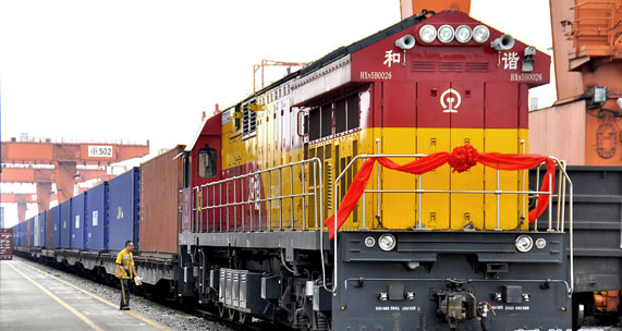 First parallel imported vehicles cargo train arrives in Chongqing