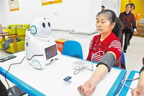 Robots provide elder care in Chongqing